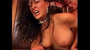 С затычкой в жопе занимается сексом