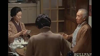 Лори связала фаллос африканца веревкой и сосет