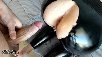 Брюнеточка получает вагинальное и анально-вагинальное экстаз в миссионерской позе