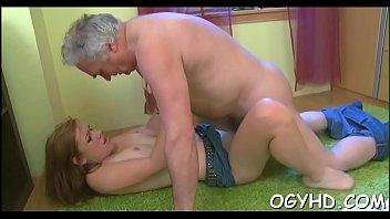 Секс с двумя отличными шлюхами-брюнетками 832