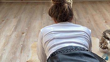 Опытная массажистка прельстила щуплую падчерицу