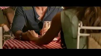 Подружка с красивенькими сисяндрами, отдалась на лежа на плечах
