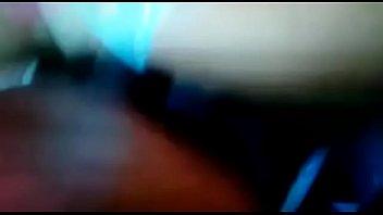 Русская девица обматывает пенис первокурсника волосами и мастурбирует его ладошкой