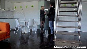Порка с матерью в душе комнате