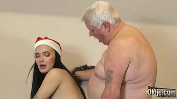 Русская девчонка римма обнажается перед скрытой камерой